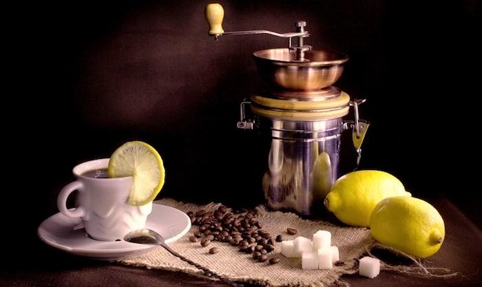 Was sollten Sie über die Kombination von Kaffee und Zitrone wissen?