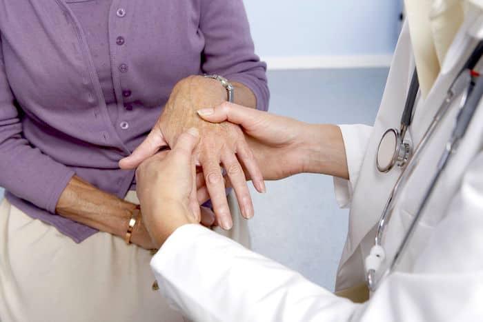 Os sintomas da artrite reumatóide podem fazer com que uma pessoa perca seu apetite