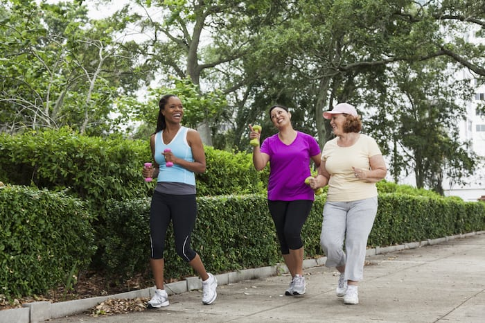Regelmäßige Bewegung kann laut neuer Forschung dazu beitragen, den Körper jung zu halten.