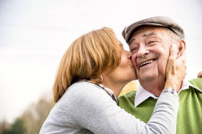 كيفية رعاية الوالدين المسنين في المنزل: كيفية التعامل