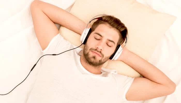 Un gran número de personas utilizan la música para combatir los trastornos del sueño.