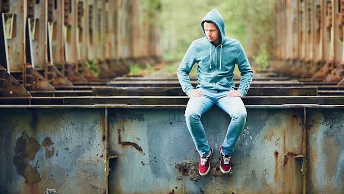 中年男性死于自杀的风险较高