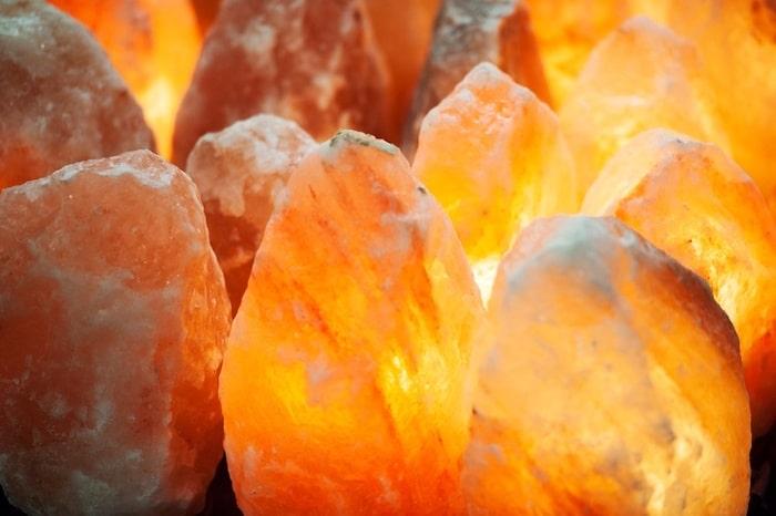 Las lámparas de sal del Himalaya rosa no tienen beneficios para la salud comprobados