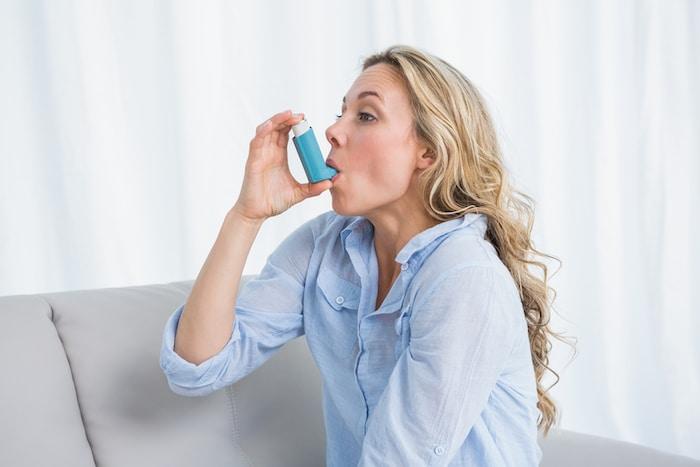 الأشخاص الذين يعانون من الربو غالبا ما يأخذون الدواء عن طريق الاستنشاق