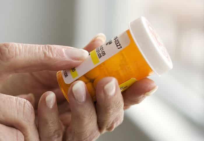 ميثيل بريدنيزولون وبريدنيزون يقلل من الالتهاب عن طريق قمع الجهاز المناعي