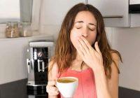 Las investigaciones indican que las personas privadas de sueño deben beber más agua