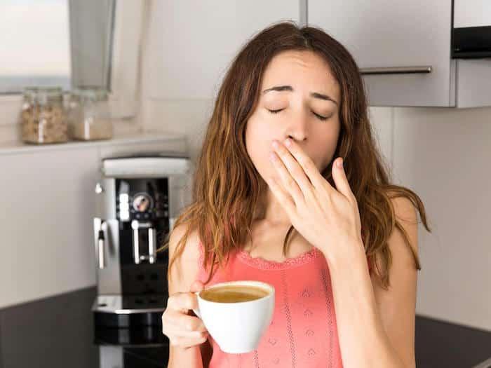 Untersuchungen haben ergeben, dass Menschen, denen der Schlaf entzogen ist, mehr Wasser trinken sollten