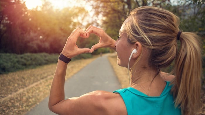 El dolor en el pecho durante el ejercicio puede ser causado por asma, angina o un ataque al corazón