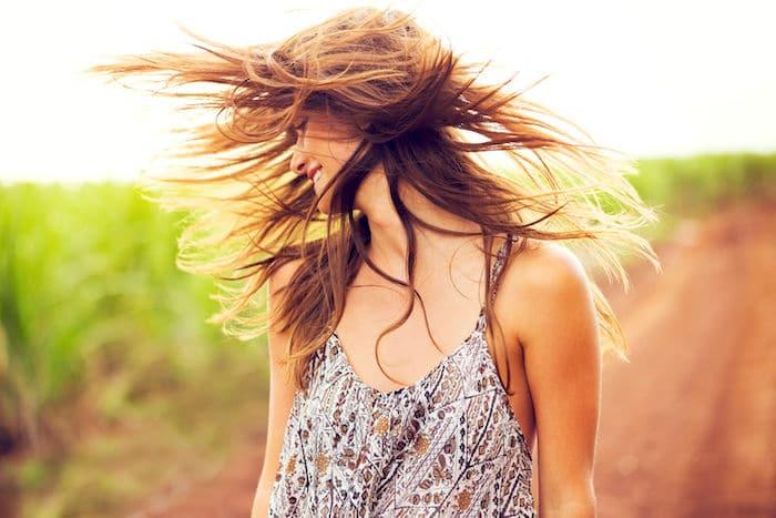 O uso de azeite pode ajudar a proteger os cabelos dos danos