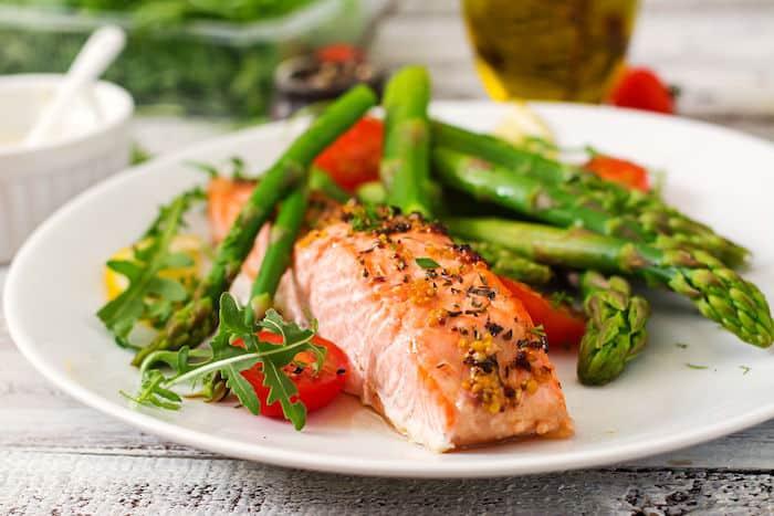 إن تناول نظام غذائي عالي الكربوهيدرات منخفض الجودة يمكن أن يساعدنا في تجنب زيادة الوزن لفترة أطول