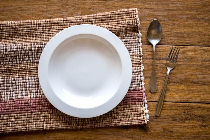 Untersuchungen haben ergeben, dass intermittierendes Fasten bei der Gewichtsabnahme und beim Management helfen kann.