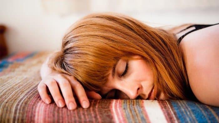 4 razones por las que sientes debilidad después de un movimiento intestinal