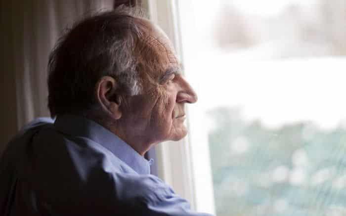 تؤكد دراسة جديدة كبيرة أن الشعور بالوحدة هو عامل خطر للخرف