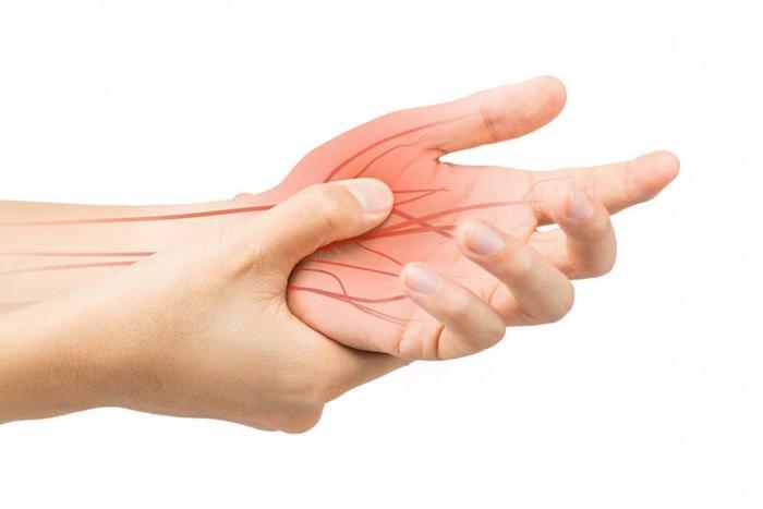 ¿Qué causa el adormecimiento de los dedos?