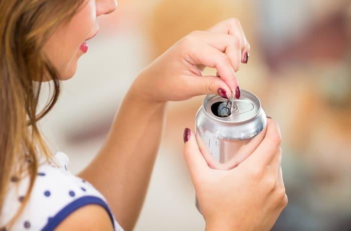 المشروبات الغذائية المرتبطة بزيادة خطر الإصابة بالسكتة الدماغية بعد انقطاع الطمث