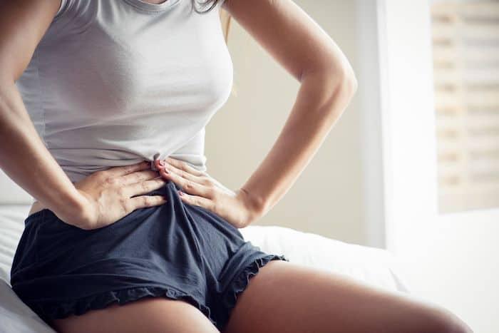 ¿Qué puede causar la agitación del estómago?