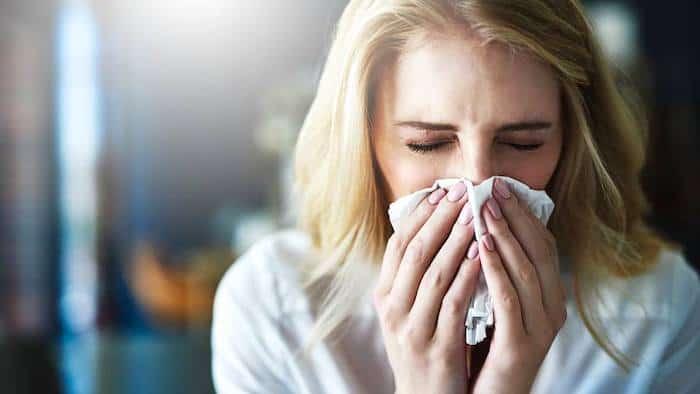 Symptome einer Nasennebenhöhlenentzündung: Wenn sich Ihre Erkältung in eine Nasennebenhöhlenentzündung verwandelt, und wie man sie behandelt