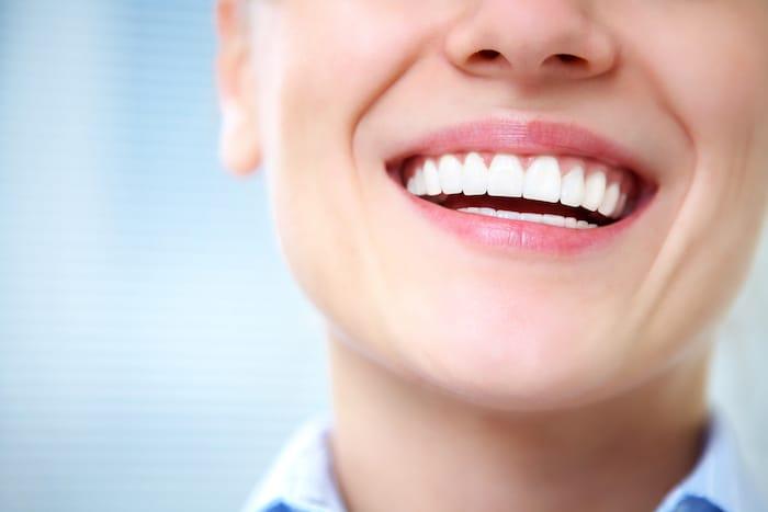 ما يجب فعله للحصول على أسنان ولثة صحية؟