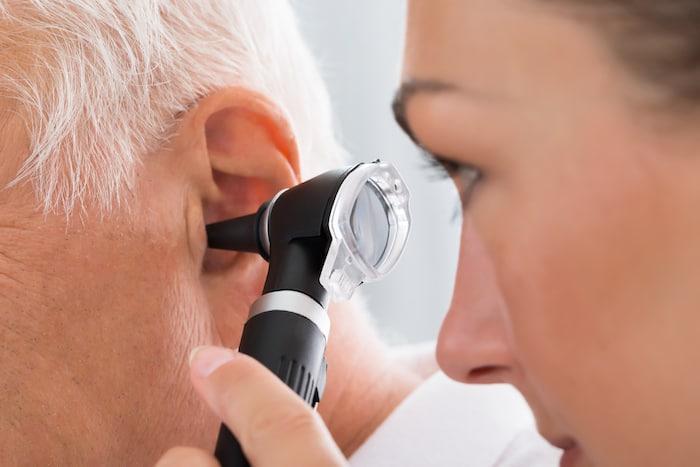 ¿Por qué me pican los oídos? Causas y tratamientos