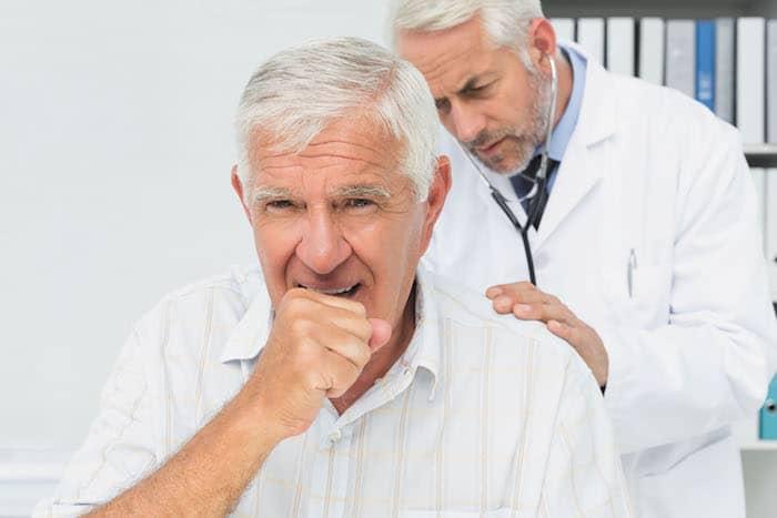 ما الذي يمكن أن يسبب السعال الجاف؟