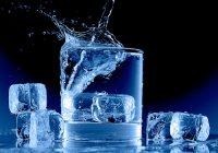 Ist es schlecht, kaltes Wasser für eine Person zu trinken?