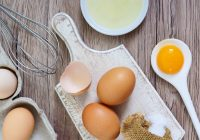 Manger des œufs crus