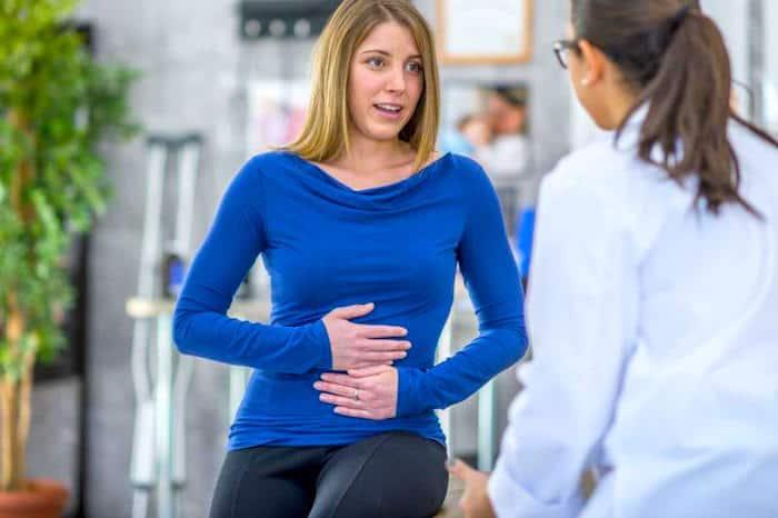 Was kann Bauchschmerzen und Verstopfung verursachen?
