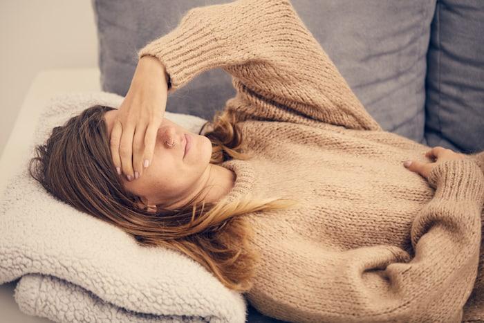 ¿Qué puede causar un dolor de cabeza por la tarde?