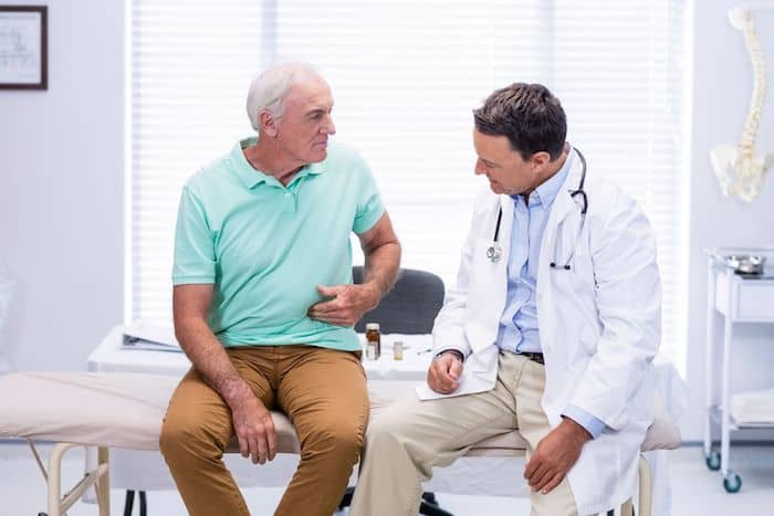 ¿Qué puede causar dolor abdominal y estreñimiento?